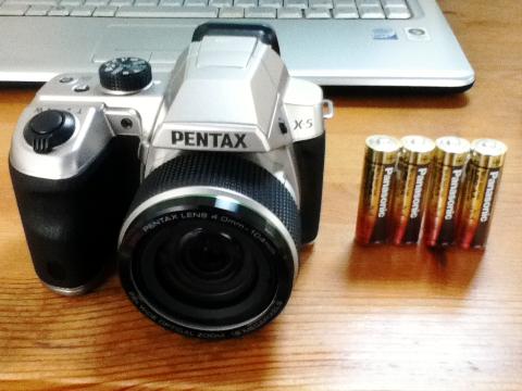 カメラ本体と単三乾電池