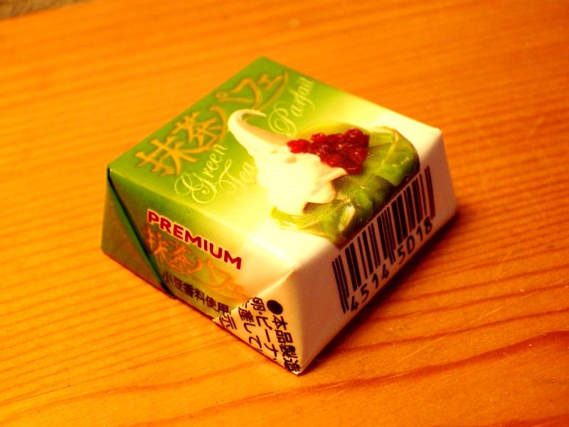 チロルチョコ<抹茶パフェ>のパッケージ