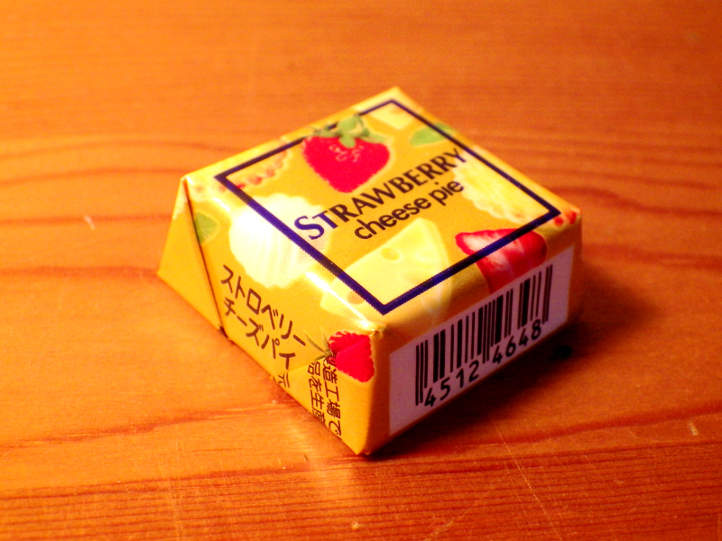 チロルチョコ<ストロベリーチーズパイ>