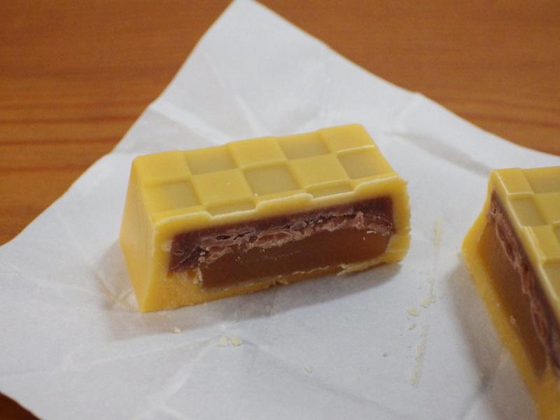 チロルチョコ「いきなり団子」断面