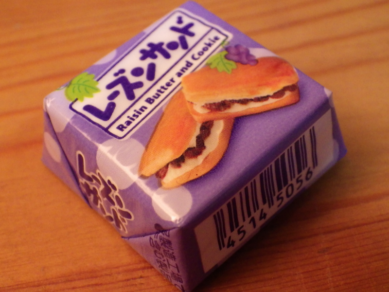 チロルチョコの新商品<レーズンサンド>