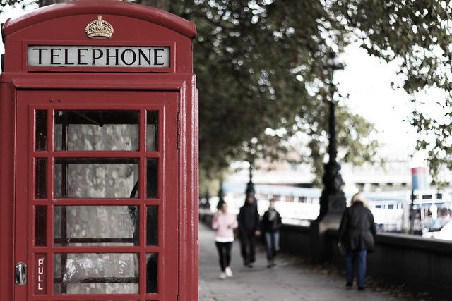 ロンドン名物赤い電話ボックス