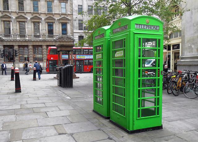 ロンドンの緑の電話ボックス