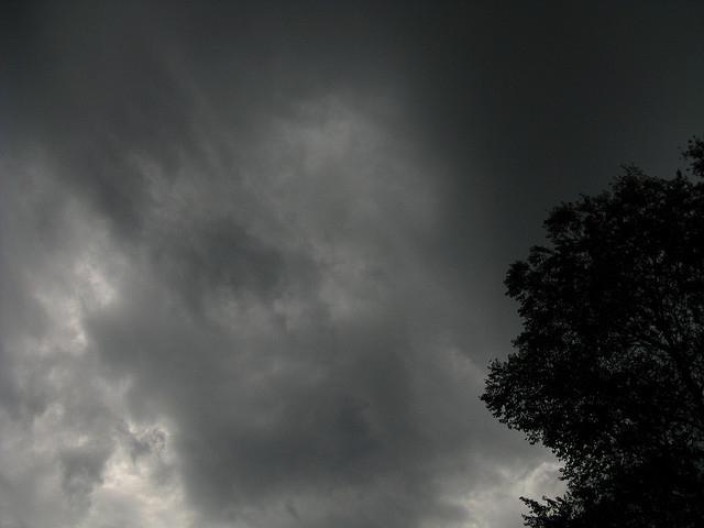 グレーの空