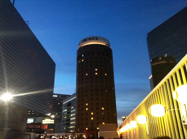 神仙閣屋上ビアガーデンから臨む丸ビル