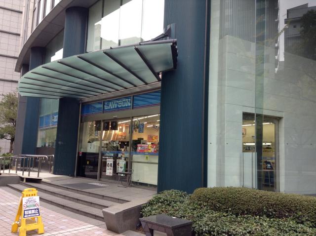 大阪YMCA付近のコンビニ(ローソン)