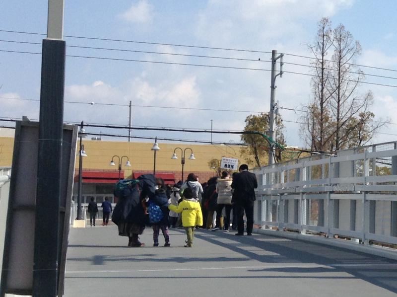 ヨロズマート関西初日の列