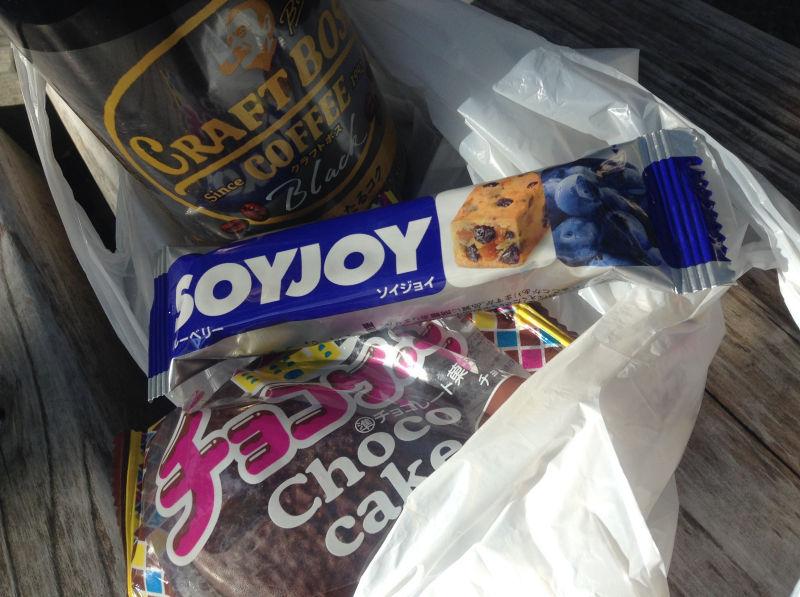 ユーラクのチョコケーキとソイジョイ